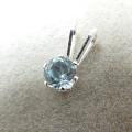 シルバーアクセサリー925/ペンダントトップ天然石ブルートパーズ<11月誕生石>(4mm)「sv925」(1個)