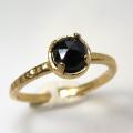 天然石リング 指輪 ブラックスピネル ローズカット ハンマードリング(4本爪 カボション ラウンド 5mm)(真鍮ブラス・ゴールドカラー)