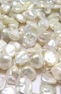 ケシパール 花びら 淡水真珠(ホワイト系)バロック  10~13mm×10~18mm×3~8mm(1連)