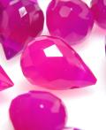 フューシャピンク カルセドニー 天然石ビーズ ブリオレット ルース 【ティアドロップカット 5×3mm 横穴 しずく】