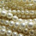 純国産ガラスパールビーズ(ミガキ)(ラウンドバロックパール6mm)(両穴)ビンテージパールカラー[A](40センチ)(1本)
