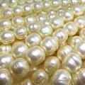 純国産ガラスパールビーズ(ミガキ)(バロックパール10mm)(両穴)ビンテージパールカラー[A](40センチ)(1本)