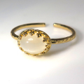 天然石指輪  ムーンストーン ハンマードリング(カボションオーバル横8×6mm)(真鍮ブラス・ゴールドカラー)(1個)