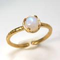 天然石リング 指輪 レインボームーンストーン ハンマードリング(4本爪 カボション ラウンド 5mm)(真鍮ブラス・ゴールドカラー)