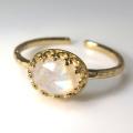 天然石指輪  レインボームーンストーン ローズカットハンマードリング(カボションオーバル横8×6mm)(真鍮ブラス・ゴールドカラー)(1個)