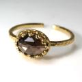 天然石指輪 スモーキークオーツ ローズカット ハンマードリング(カボションオーバル横8×6mm)(真鍮ブラス・ゴールドカラー)(1個)