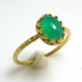 グリーンオニキス天然石・指輪ハンマードリング(カボションオーバル・8×6mm)(真鍮ブラス・ゴールドカラー)(1個)