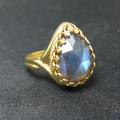 天然石ラブラドライト指輪(カボション ローズカット ペアシェイプ・14×10mm)(真鍮ブラス・ゴールドカラー)(1個)