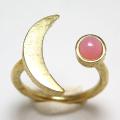三日月 ムーン リング 惑星  指輪 天然石ピンクオパール 4mm 真鍮ブラス・ゴールドカラー(1個)