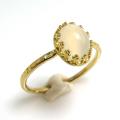 ムーンストーン<6月誕生石>天然石・指輪ハンマードリング(カボションオーバル・8×6mm)(真鍮ブラス・ゴールドカラー)(1個)