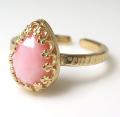 ピンクオパール 指輪 天然石(カボション ローズカット ペアシェイプ・10×7mm)(真鍮ブラス・ゴールドカラー)