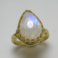 天然石レインボームーンストーン<6月誕生石>指輪(カボションペアシェイプ・14×10mm)(真鍮ブラス・ゴールドカラー)(1個)