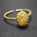 天然石ルチルクオーツ・指輪ハンマードリング(カボションオーバル・8×6mm)(真鍮ブラス・ゴールドカラー)(1個)