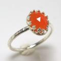 天然石カーネリアン ローズカット 指輪ハンマードリング<7月誕生石>(カボションオーバル・8×6mm)(真鍮ブラス・シルバーカラー)(1個)