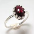 天然石ガーネット 指輪ハンマードリング (カボションオーバル・8×6mm)(真鍮ブラス・シルバーカラー)(1個)