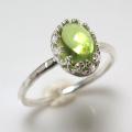 天然石ペリドット 指輪ハンマードリング<8月誕生石>(カボションオーバル・8×6mm)(真鍮ブラス・シルバーカラー)(1個)
