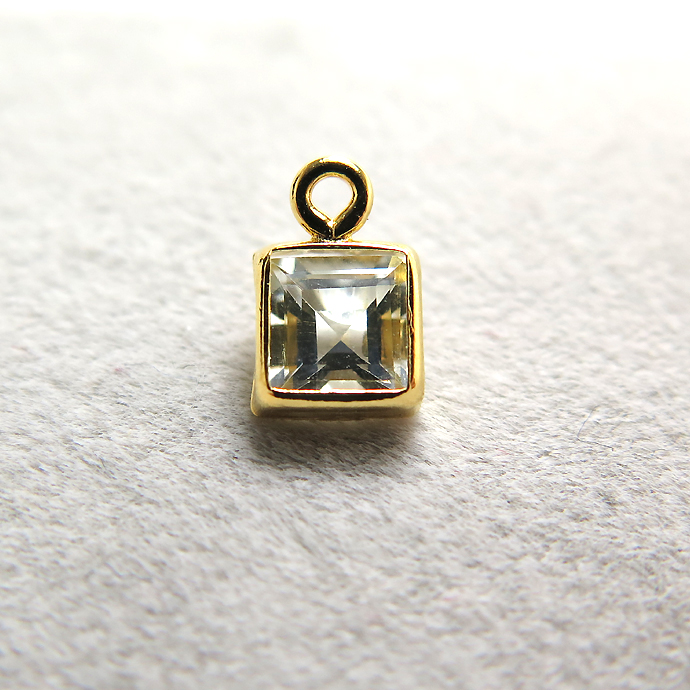 ゴールドフィルド・チャーム/天然石ホワイトトパーズ<11月誕生石>(スクエア4mm)ベゼル「14kgf」(1個)