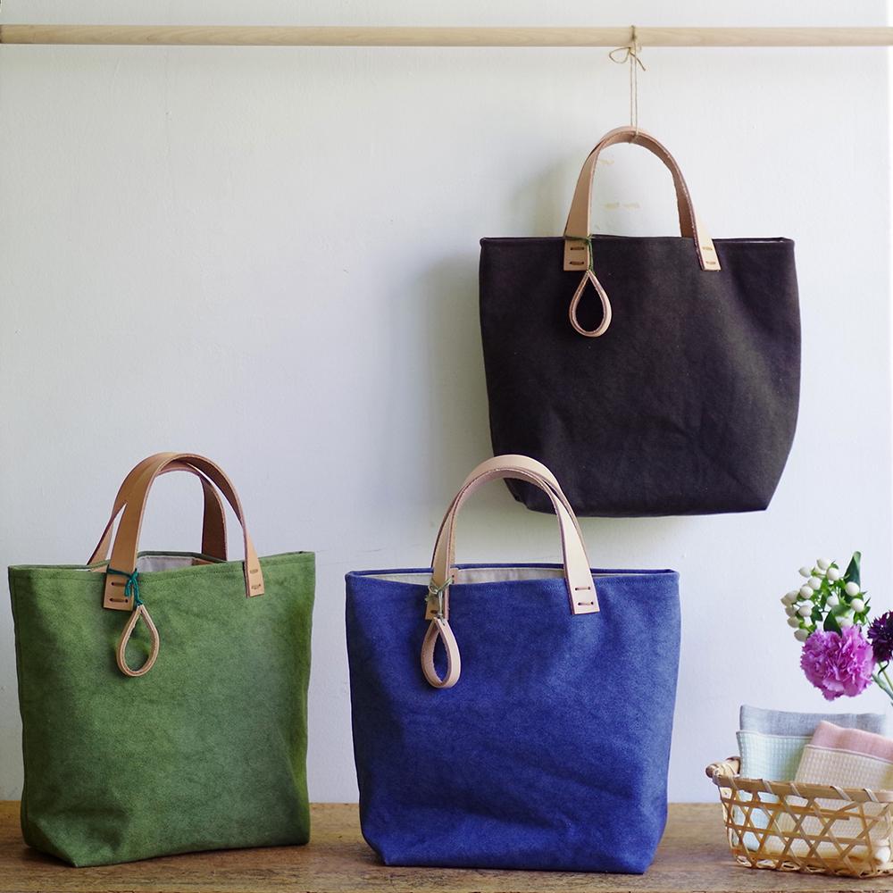 玉ねぎで染めた帆布トートバッグ (Sサイズ) <くりいろ/うぐいすちゃいろ/こんきょういろ> [れんげの家(長野県)] 植物染め 手作り