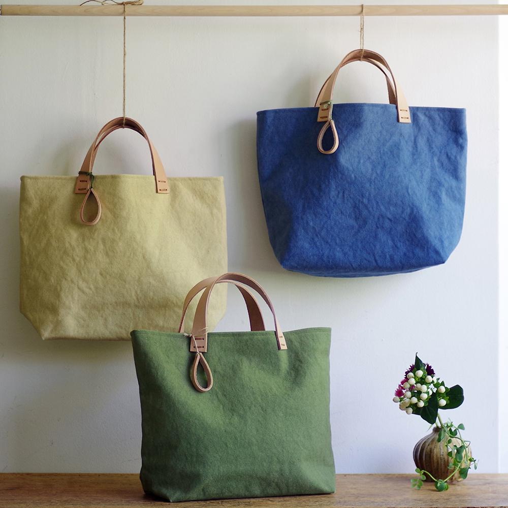 玉ねぎで染めた帆布トートバッグ (Mサイズ) <こきはなだいろ/くちなしいろ/まつばいろ> [れんげの家(長野県)] 植物染め 手作り