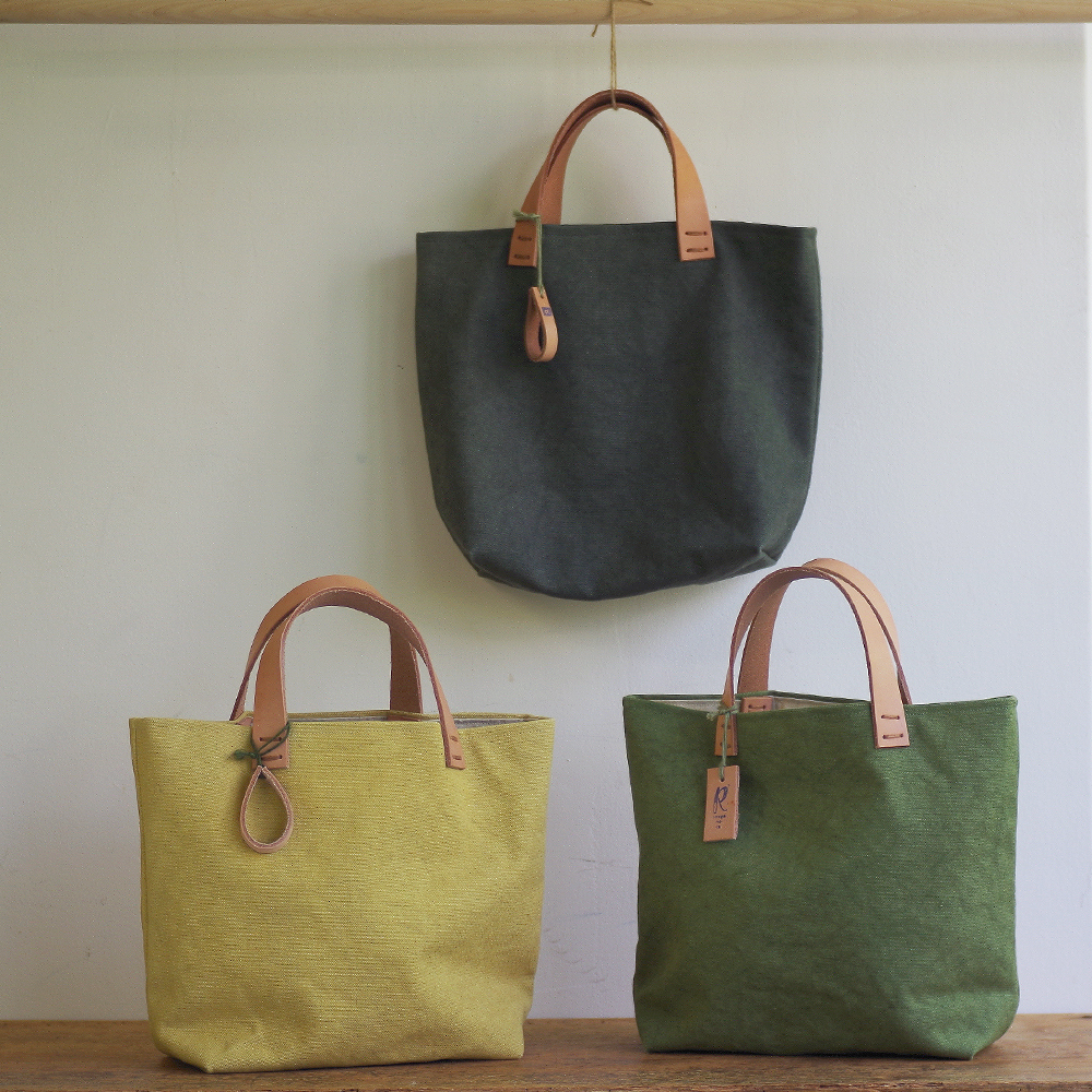 玉ねぎで染めた帆布トートバッグ (Sサイズ) <やなぎすすたけいろ/たんぽぽいろ/わかばいろ> [れんげの家(長野県)] 植物染め 手作り