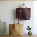 玉ねぎで染めた帆布トートバッグ (Mサイズ) <すずめちゃいろ/みかんいろ/さくらいろ> [れんげの家(長野県)] 植物染め 手作り