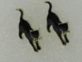 黒猫ジャンプピアス