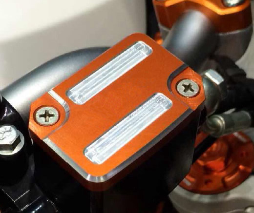 KTM DUKE RC ブレーキマスターフルードカバー