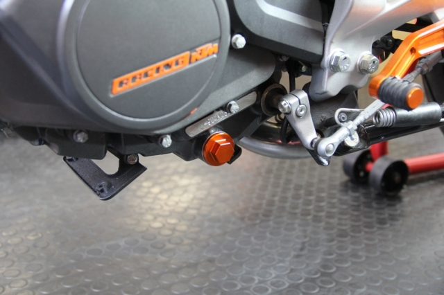 KTM DUKE オイルドレンボルト