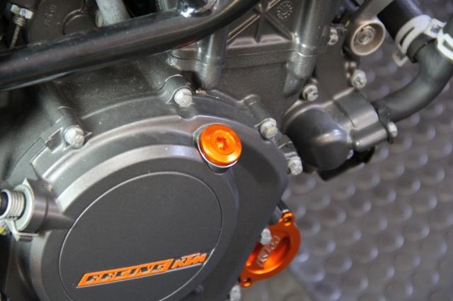 KTM DUKE フィラーキャップ