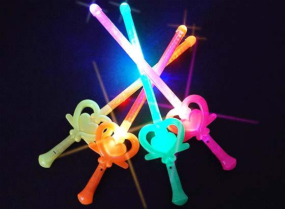 【景品玩具まとめ買い・光るおもちゃのまとめ買い】 光る プリティハートバトン(24個入)