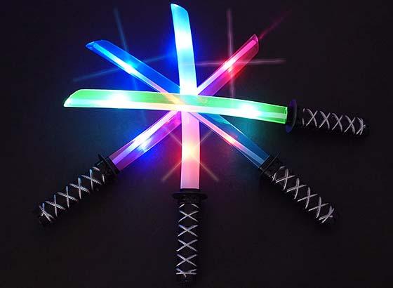 景品玩具まとめ買い・光るおもちゃのまとめ買い 光る音付き光る日本刀(12個入)