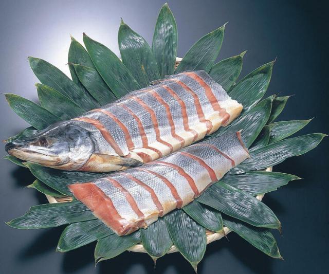 村上産塩引き鮭 大半身(切身姿)
