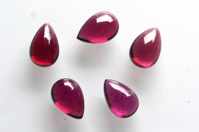 モザンビーク産ガーネット【1】天然石ルース・カボション(12~11.5×9~11.5mm)