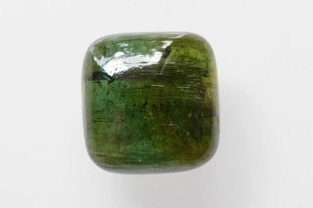 グリーントルマリン【8】天然石ルース・カボション(14.5×14mm)