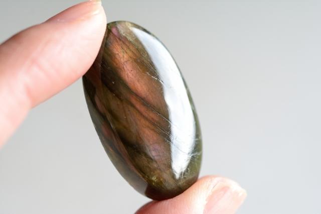 ラブラドライト (ピンクパープル)【109】 天然石ルース・カボション(33.5×18.5mm)