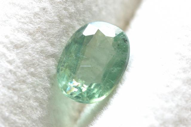 ミントグリーンカイヤナイト【2】ルース・ファセットカット(8×6mm)