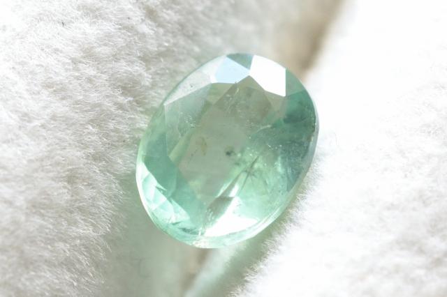 ミントグリーンカイヤナイト【3】ルース・ファセットカット(8×6mm)