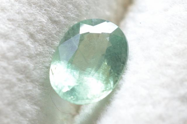 ミントグリーンカイヤナイト【4】ルース・ファセットカット(8×6mm)