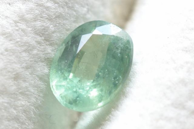 ミントグリーンカイヤナイト【5】ルース・ファセットカット(8×6mm)