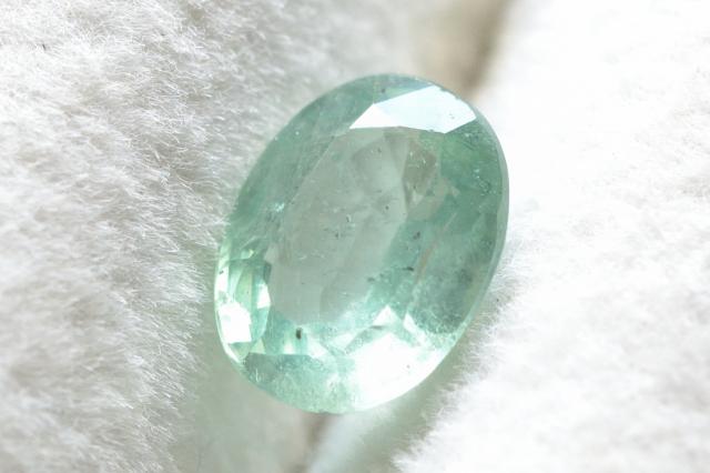 ミントグリーンカイヤナイト【7】ルース・ファセットカット(8×6mm)