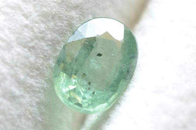 ミントグリーンカイヤナイト【9】ルース・ファセットカット(8×6mm)