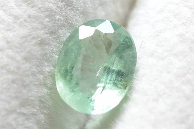 ミントグリーンカイヤナイト【10】ルース・ファセットカット(8×6mm)