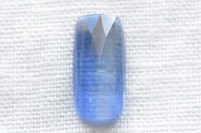 カイヤナイト(ネパール産)【30】 天然石ルース・カボション・ローズカット(16.5×8mm)
