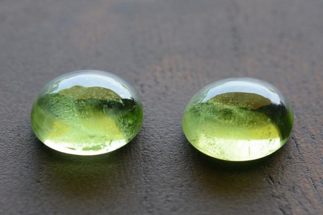 ペリドット・2石セット【11】天然石ルース・カボション (9×7mm) (9×7.5mm)