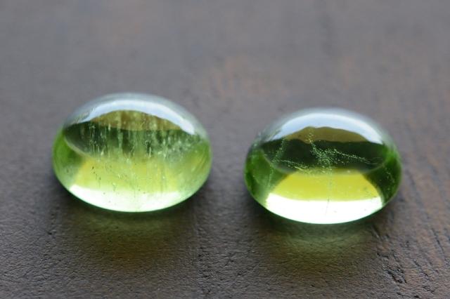 ペリドット・2石セット【16】天然石ルース・カボション (9×7mm) (9×7mm)
