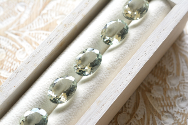 プラシオライト【1】天然石ルース・カボション(14×11.5mm)