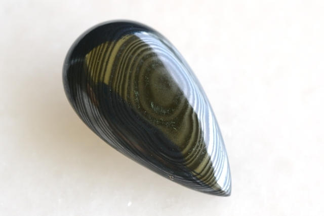 サイロメレーン【11】天然石ルース・カボション(34.5×19mm)