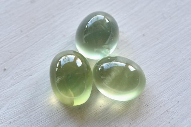 プレナイト【13】天然石ルース・カボション(13.5×11.5mm)