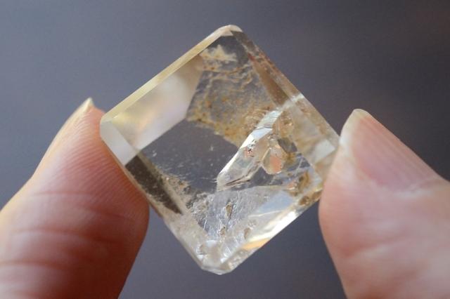 クォーツインクォーツ(貫入水晶)【20】天然石ルース・カボション(18×17mm)
