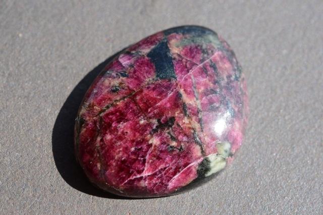 ユーディアライト【19】天然石ルース・カボション(×mm)